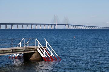 Öresundbrücke und Badestelle