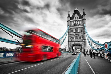 Spoed Foto op Canvas Londen rode bus Red bus in motion on Tower Bridge in London, the UK