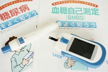 写真素材:Close-up Of Finger Checking Diabetes