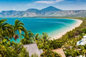 Spoed Fotobehang Australië Port Douglas beach and ocean on sunny day, Queensland
