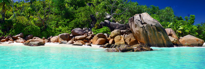 Plage paradisiaque des Seychelles Wall mural