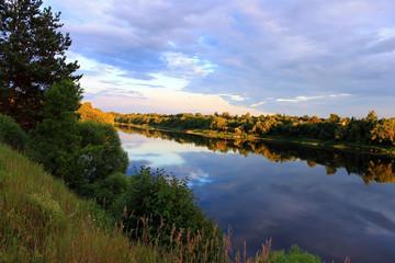 Река вечером на закате