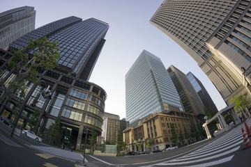 日本最大級のオフィス街 丸の内 超広角魚眼レンズで見上げる 夕景