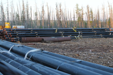 drillpipe stacked near rig