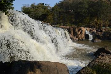 Aguas que rolam, que caem mansas e tranquilas, outras fortes e intensas.