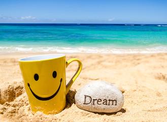 Wall Mural - Happy face mug on the beach