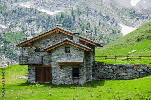 Baita di montagna in pietra e legno stock photo and for Piccoli disegni di baite di montagna