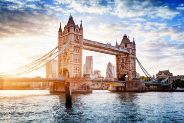 Fotomurales - Tower Bridge in London, the UK at sunset. Drawbridge opening