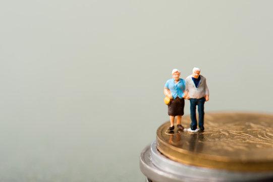 お金と老夫婦