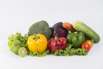 Poster Légumes frais vegetables isolated on a white background