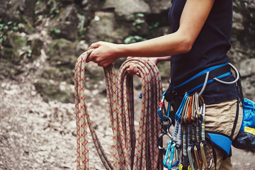 Photo sur cadre textile Alpinisme Woman holding climbing rope near the rock