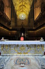 Interior de la catedral gótica de Sevilla, España