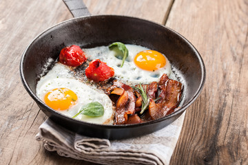 Foto op Canvas Gebakken Eieren Fried eggs with bacon