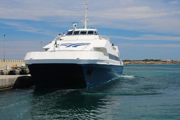 Fähre im Hafen von La Savina, Formentera, Spanien