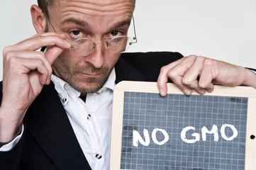 concept professeur et ardoise - no gmo