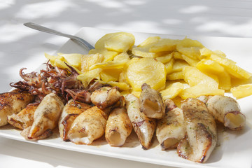 Grilled squids with potatoes