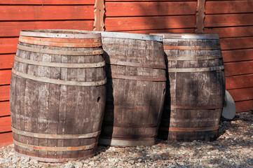 stare drewniane beczki
