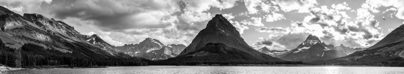 Panorama Swiftcurrent Lake in Glacier National Park, Montana
