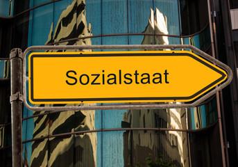 Strassenschild 42 - Sozialstaat