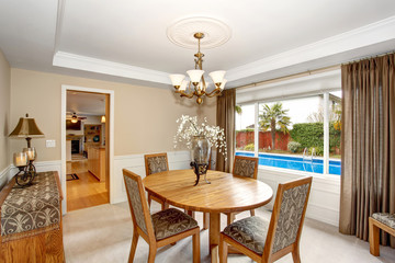 Lovely dinning room with great table and chair set.