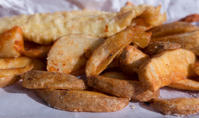 Baked potato chips with fried fish fillet