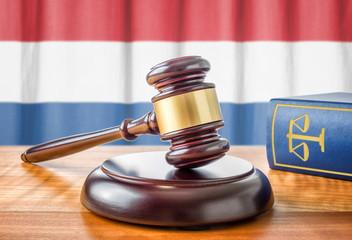 Richterhammer und Gesetzbuch - Niederlande