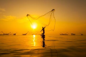 throwing fishing net