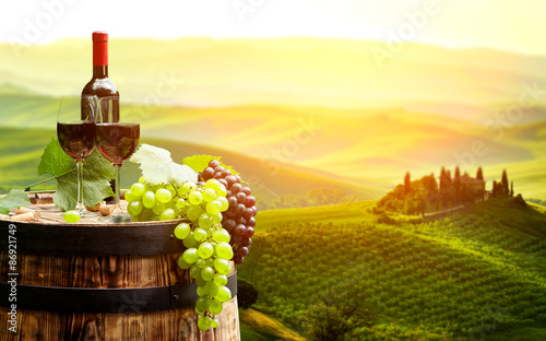 Бочонок, сыр, вино, виноград загрузить
