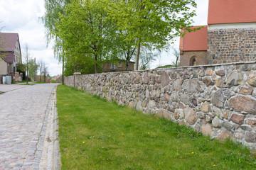 Friedhofsmauer in der Uckermark