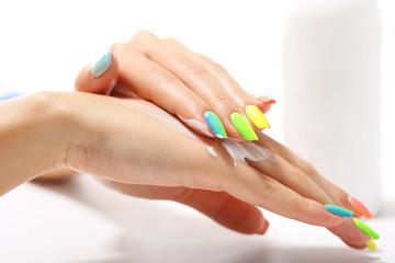 Obraz Tęczowy manicure - fototapety do salonu