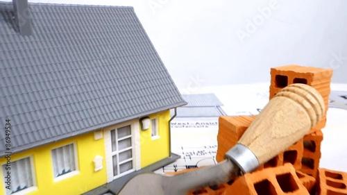 bausparen eigenheim bauen stockmaterial und lizenzfreie videos auf bild 86949534. Black Bedroom Furniture Sets. Home Design Ideas