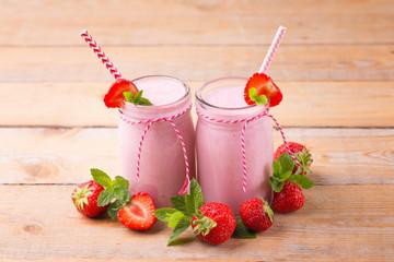 Jogurt with fresh strawberries