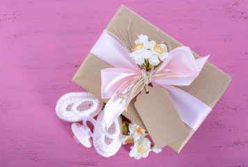 Baby shower Its a Girl natural wrap gift