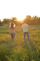Влюбленные на закате