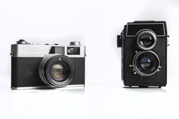 Confronto fra vecchia reflex analogica e macchina fotografica a pozzetto