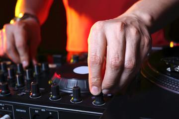 Stół mikserski, DJ praca w dyskotece