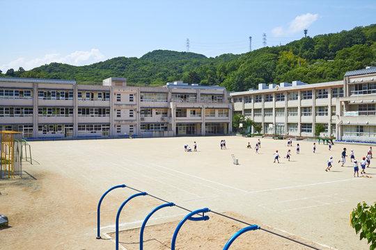 兵庫県西宮市 山間の小学校(名塩小学校)