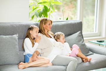 Mama mit Kindern zu hause