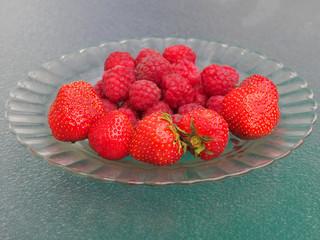 Erdbeeren und Himbeeren