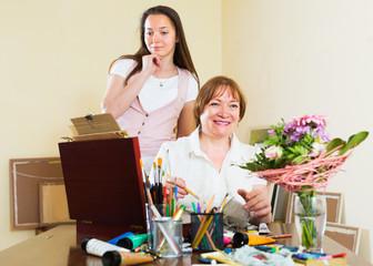 Mentor assesses the work student