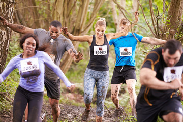 Competitors running in a forest at an endurance event Fototapete