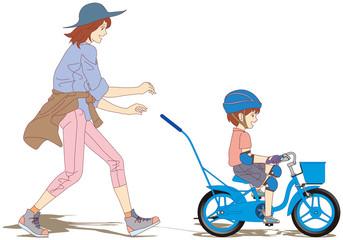 10-初めての自転車練習-ボク一人で乗れたよ~♪(左側面) [12インチサイズの幼児用自転車に乗って、補助輪無しで自転車に乗る練習をする男の子と、それを 優しく手助けする母親と家族の風景です。]
