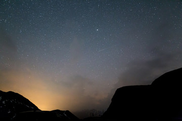 Nachthimmel in den Bergen
