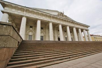 Здание биржи на Васильевском острове Санкт-Петербурга