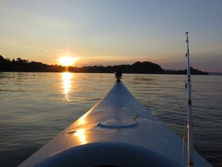 tramonto in canoa, lago di bolsena