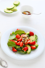 salad with strawberries and spinach