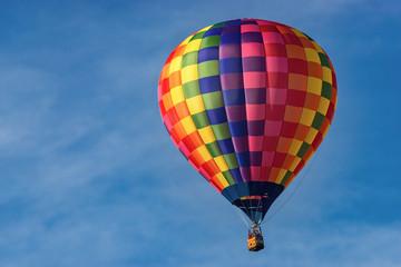 Heißluftballon (Hot air balloon) in der Luft