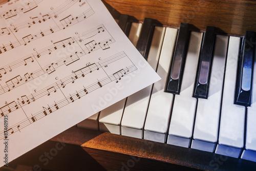 Piano Keys And Sheet Music Stockfotos Und Lizenzfreie Bilder Auf