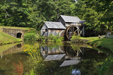 Fotobehang Molens Mabry Mill on the Blue Ridge Parkway in Late Summer