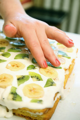 cake with  kiwi and banana